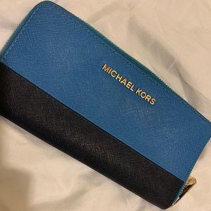 Michael Kors Jet Set Zip Wallet